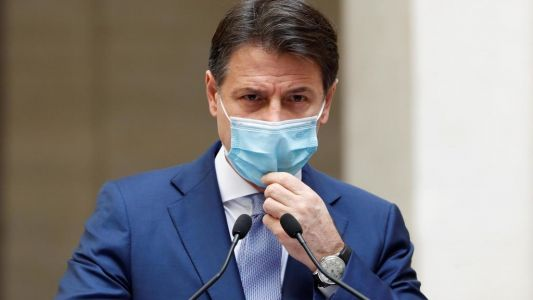Covid-19: face à un nombre record de contaminations, l'Italie renforce ses restrictions
