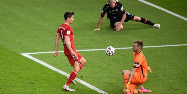 Foot - ALL - Coupe - Les tops-flops de Bayern Munich - Bayer Leverkusen : Lewandowski se distingue, Hradecky se troue