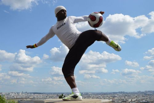 Levallois:  football freestyle à So Ouest