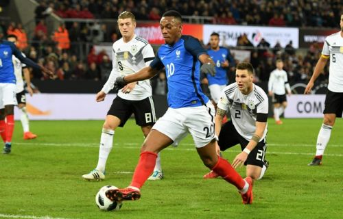VIDEO. Equipe de France: Martial claque un double contact de dingo sur le but de Lacazette