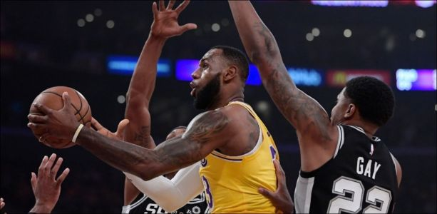 Basket - NBA - James et les Lakers battus au bout du suspense