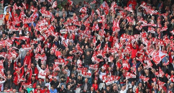 Reims est promu en Ligue 1 et sacré champion de Ligue 2 !