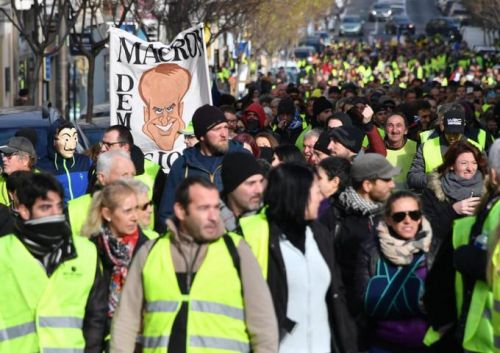 "EN DIRECT - Face au Grand débat national, des Gilets jaunes lancent le ""vrai débat"""