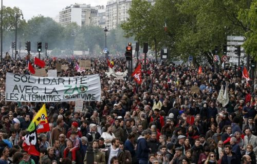 Manifestation des fonctionnaires: 16.400 personnes défilent à Paris, 20 interpellations