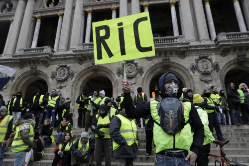 EN DIRECT - Gilets jaunes:  quelques milliers de manifestants à Paris, le point sur la situation à la mi-journée