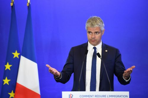 Violences à Paris: Le Pen et Wauquiez accusent le gouvernement