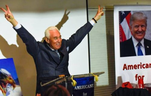 Affaire russe : Donald Trump commue la peine de son ami Roger Stone