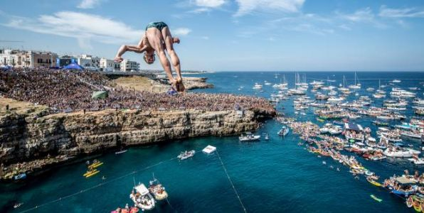 Gary Hunt et Rhiannan Iffland remportent le Red Bull Cliff Diving World Series 2018
