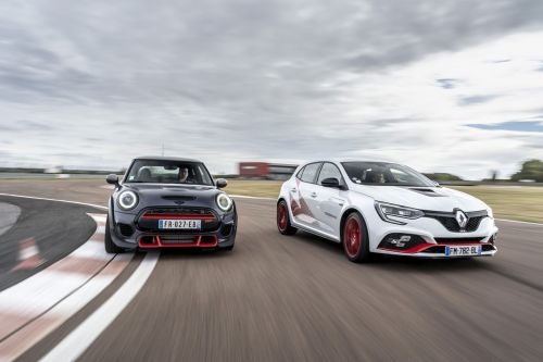 Mini John Cooper Works GP vs Mégane R.S. Trophy-R:  le match !