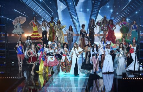 VIDEO. Oups, TF1 montre les Miss seins nus en coulisses pendant le direct de Miss France 2019