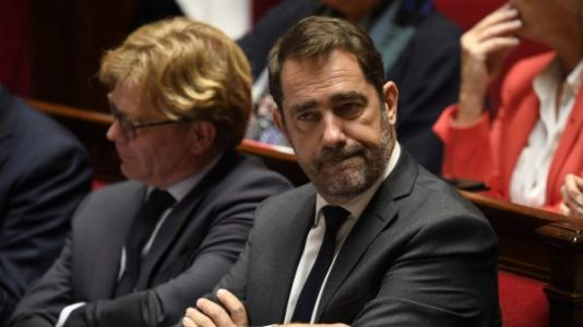 "Perquisitions à La France insoumise:  Christophe Castaner condamne ""fermement les violences"" contre policiers et magistrats"