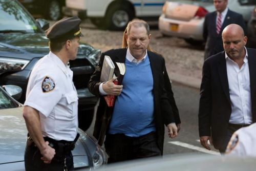 EN DIRECT - Harvey Weinstein s'est rendu à la police new-yorkaise