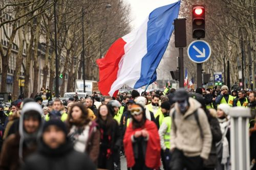 """Gilets jaunes"":  10.200 manifestants en France, dont 3.000 à Paris"