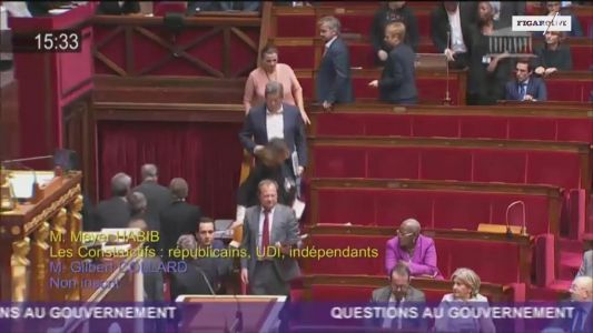 Des députés de la France insoumise quittent l'hémicycle pendant une question de Meyer Habib