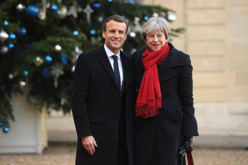 Immigration:  Emmanuel Macron et Theresa May signent un nouveau traité